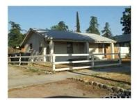 Nice 2 bedroom 1 bathroom starter home located in