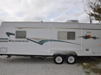 2003 25 ft. Wilderness RV Camper in perfect condition!