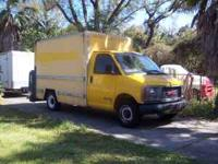 2000 GMC 10' BOX TRUCK WITH HYDRYALIC LIFT GATE (GATE