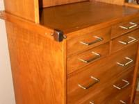 10 felt lined drawers of provide ample space for