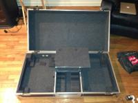 Selling a Odyssey coffin case that fits two turntables,