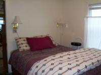 Beautifully furnished, cozy 1 bedroom (Queen) with