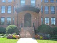Beautiful urban condo minutes from Downtown and