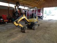 This is a 222 Gehl Mini Excavator, Solid Machine, good
