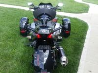 '12 Canam Spyder RSS 428 miles. Electronic shift push
