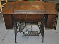 Vintage Cast Iron Singer Sewing Table w Machine. This