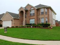 FABULOUS & MOVE-IN READY! This DR Horton home has it