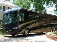 2005 Fleetwood Revolution LE 40E, Bath & , Triple