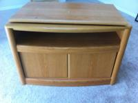 "29"" Oak Swivel TV Stand in EXCELLENT condition. Great"