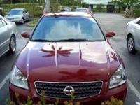 This 2005 Nissan Altima SL 4D SEDAN 2.5 Sedan features