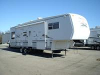 2004 33RL FourWinds fifth wheelrear livinf2 slides with