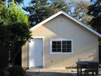 Light, bright studio cottage in Fair Oaks neighborhood