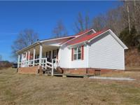 Great mini farm w/ awesome views of the country side!