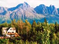 Canoe Lake Chalet - located on quiet Canoe Lake just 30