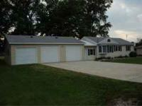 short walk from Cedar Lake, 10 minutes-Charles City,
