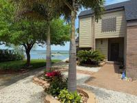 Island Living and Fisherman's Paradise! Easy access to