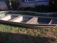 Jon Boat 14 ft for sale with Title. Heavy duty,
