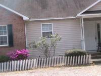 This is a great home located in the center of Pinehurst