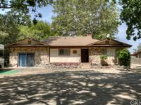 Charming Lakefront Rock House on private wooded lot