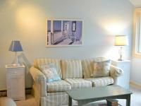 Steps to the Beach. Lovely 2 bed room 2 bath Townhouse