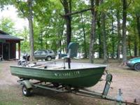 NICE SOLID FISHING BOAT WITH FLAT FLOOR AND 15 HP