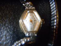 This watch is beautifull. It is a vintage 23 jewel