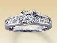 This stunning diamond ring for her features a