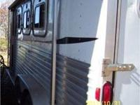 2000 Featherlite three Horse Trailer slant step up
