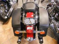2010 HARLEY DAVIDSON FLHRC ROAD KING CLASSIC 6,716 miS