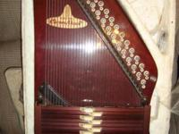 This auto harp is in great almost new condition. It has
