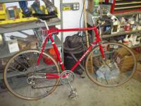 SCHWINN ROAD BIKE TOP QUALITY..GREAT SHAPE NEEDS A GOOD