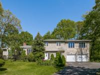 Minutes from Vibrant downtown White Plains This wooded