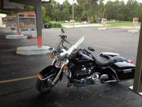 2012 Road King FLHR only 1692mis vivid black cruise