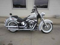 AWESOME HARLEY DAVIDSON IN LIKE NEW CONDITION AND A