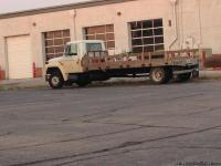 Five speed 89 international flatt bed truck runs great