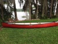 16' Old Town Discovery Canoe - Red Oars
