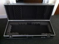 I'm selling a lightly used Road Ready 61 Keyboard case.