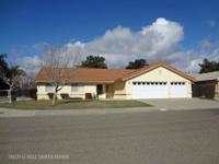 This 3BR/2BA Rowland Estates charmer presents an open