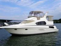 2002 Silverton 39 MOTOR YACHT This two owner 39 Motor