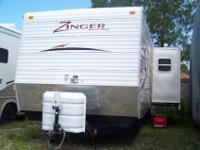 Travel Trailer, 2009 Crossroads ?Zinger?, 26?, like
