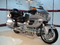 Beautiful Silver 2009 Honda GL18HPM Goldwing! This one