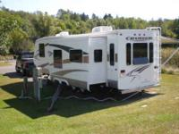 2007 Crossroads Cruiser travel trailer 31' long. One