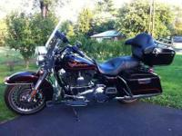 2011 Harley-Davidson Road KingTwo-tone paint Sunglo Red