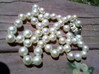 Beautiful Mikimoto saltwater pearl necklace, vintage