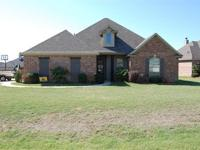 Golf anyone? Awesome 4 bedroom home in located in