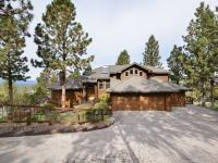 Enjoy Cascade Mountain Views & complete privacy at this