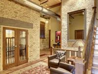 Incomparable renovation, the only single family home in