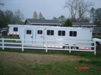 Like new, warmblood trailer, wide and tall, so nice,