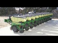 JOHN DEERE 1710 12 row 30, Spacing Planter. Vertical