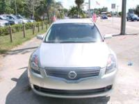 This 2007 Nissan Altima 4dr S Sedan features a 2.5L L4